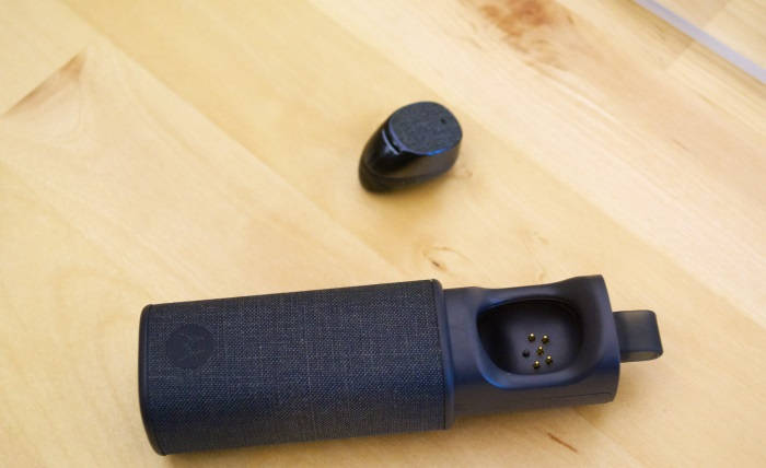 Moto Hint: O fone bluetooth que te mantém no controle