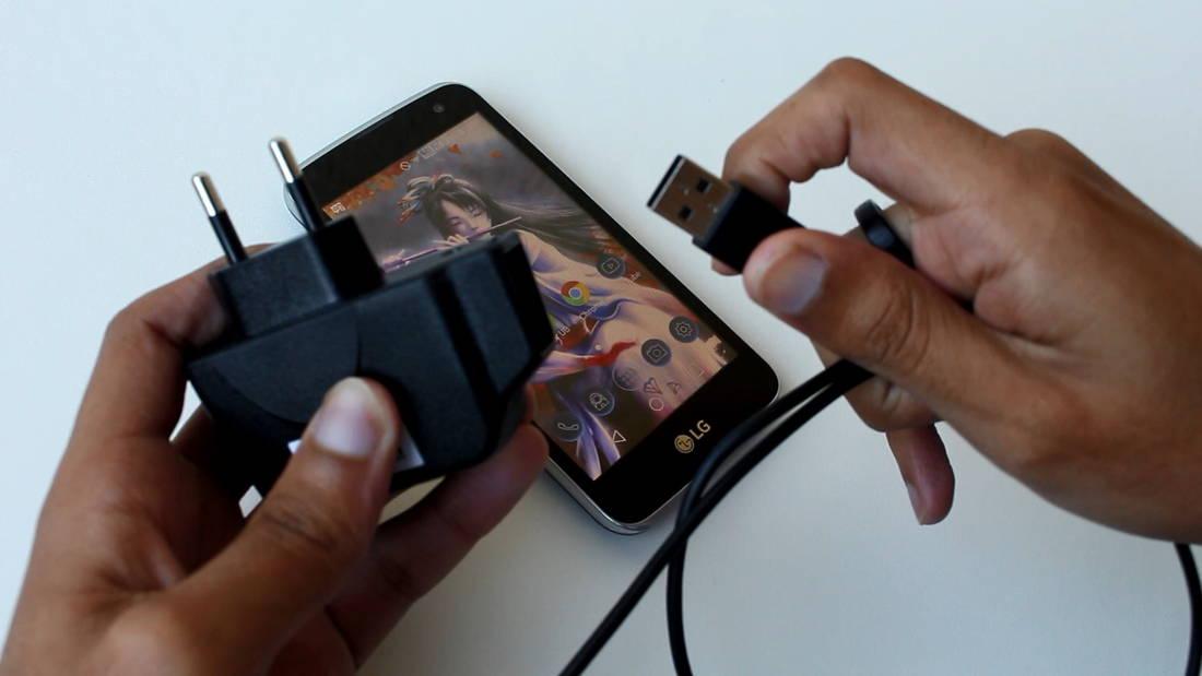 Um carregador simples, mas que não será utilizado com mais frequência que o devido. (Foto: Mobile Bit)