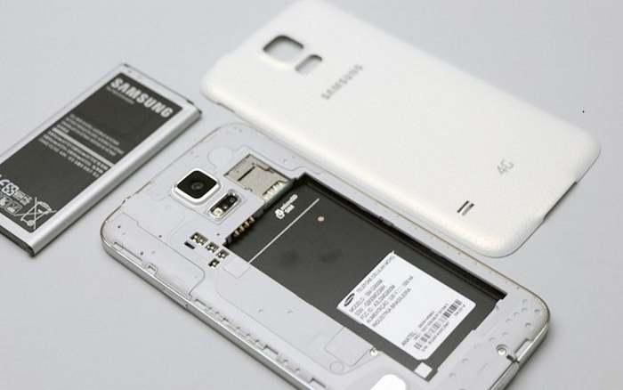 As baterias removíveis seriam uma mão na roda para usuários que pretendem usar os aparelhos por mais de um ano, mas parece que o Galaxy S8 não as terá. (Foto: Divulgação/iG)
