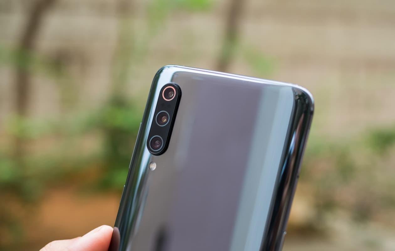 Xiaomi Mi 9 preto traseira.