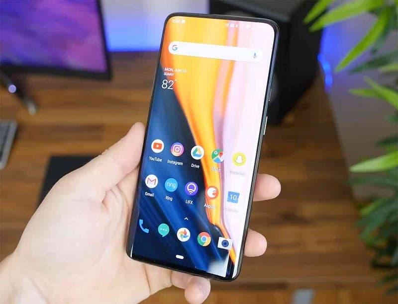 OnePlus 7 receberá Android 11 em 2020.