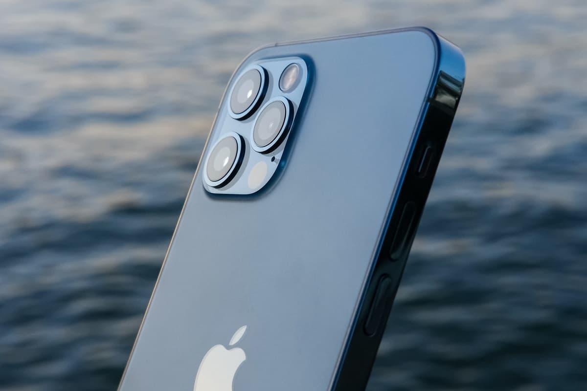 Parte traseira iPhone 12 Pro.