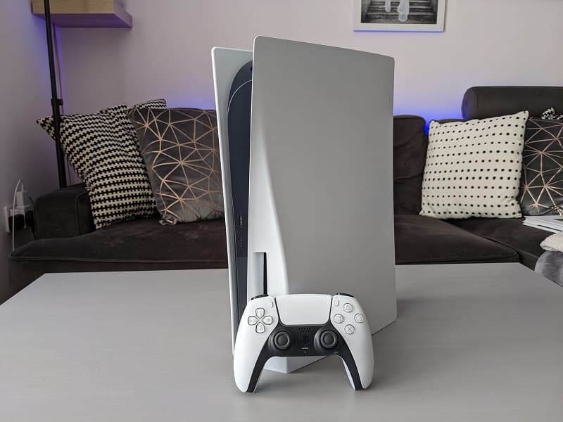 Sony PS5 e controle.